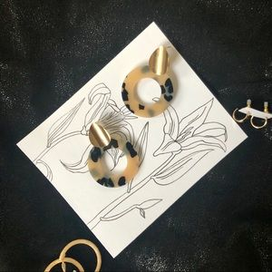 GOLD AND ACRYLIC TERRAZZO STUD EARRINGS